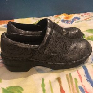 Shoes size 9.5